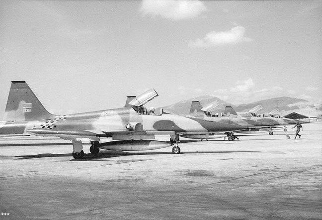 Chien dau co F5A tai phi truong Da Nang ..jpg