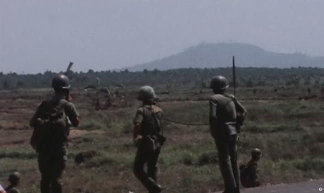 Cac chien si QLVNCH khai thong QL-1 thang 4 nam 1975 .JPG