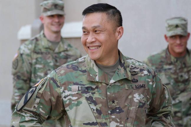 Chuan tuong Luong Xuan Viet va cac quan nhan Bo tu lenh luc quan trung uong