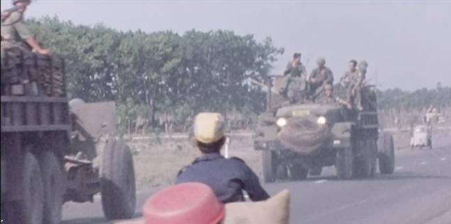 Mot don vi phao binh thuoc SD18BB dang di chuyen den mat tran Long Khanh thang 4 nam 1975 .JPG