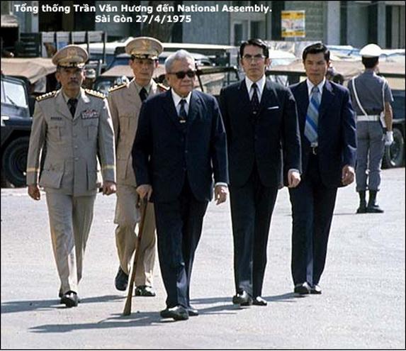 Tong thong Tran Van Huong thang 4 1975 .jpg