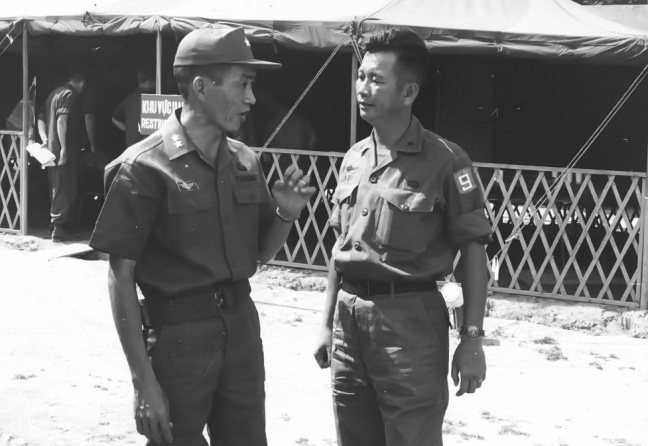 Thieu tuong Ngo Quang Truong va Chuan tuong Tran Ba Di .jpg
