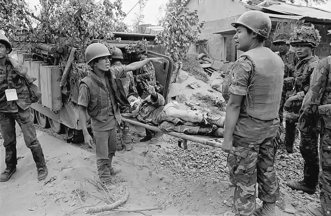 Cac chien si nhay du tan thuong dong doi tai mat tran Quang Tri nam 1972.jpg